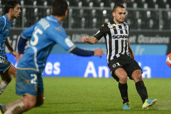 Rian Frikeche marque pour le SCO Angers à la 7ème minute contre Arles-Avignon