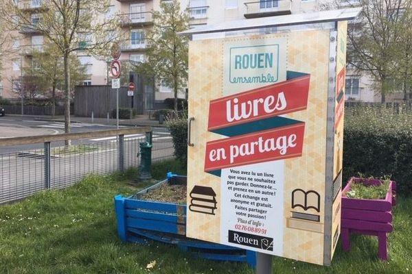 Il est désormais possible de déposer des denrées non périssables dans les boîtes à lire de Rouen