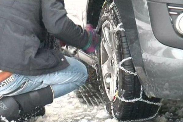 Les automobilistes surpris par la neige dans la vallée de la Blanche.