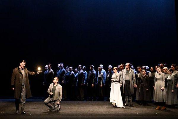 Sur la scène du Théâtre des Champs-Elysées, l'opéra de Weber et quelques notes de magie renouvelle le genre.