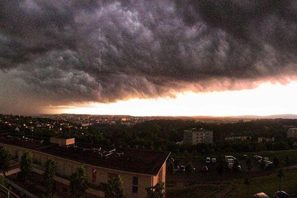 Un orage impressionnant s'est abattu sur Besançon