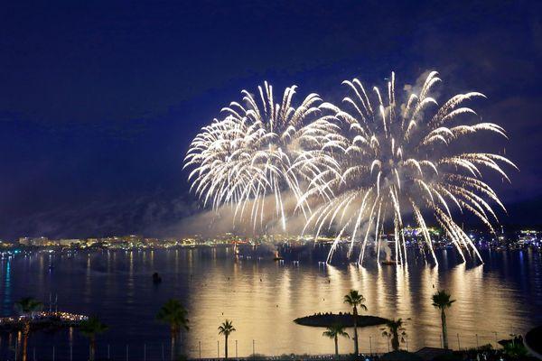 Feu d'artifice à Cannes, qui embrase le ciel. Plusieurs feux sont programmés dans la région ce week-end.