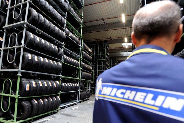 Michelin annonce un bénéfice net de 12,8% en 2015 et versera un dividende de 2,85 euros par action cette année, contre 2,50 euros en 2015.