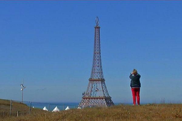 La tour Eiffel avec ses 30 mètres de haut assure le buzz