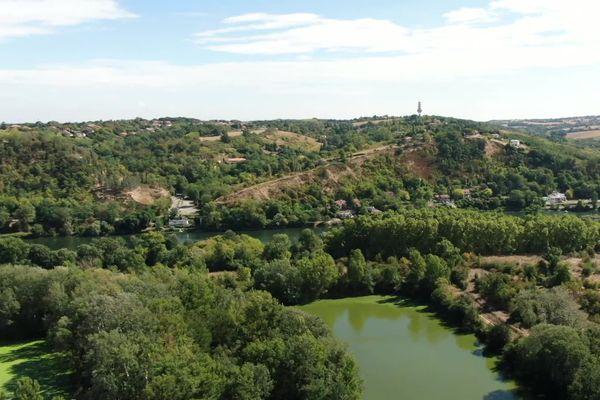 5000 tonnes de nitrocellulose sont stockées près de l'Oncopôle de Toulouse et de l'ancienne usine AZF, depuis la fin de la Première guerre mondiale