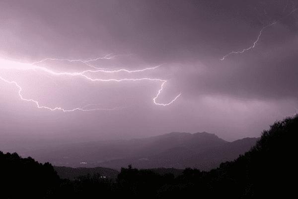 ILLUSTRATION - Orage en Corse.