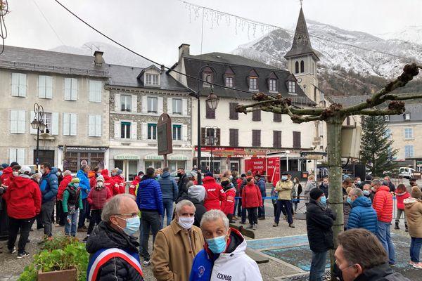 Inquiétude et colère des professionnels de la montage ce mercredi 9 décembre à Laruns contre la fermeture des remontées mécaniques.