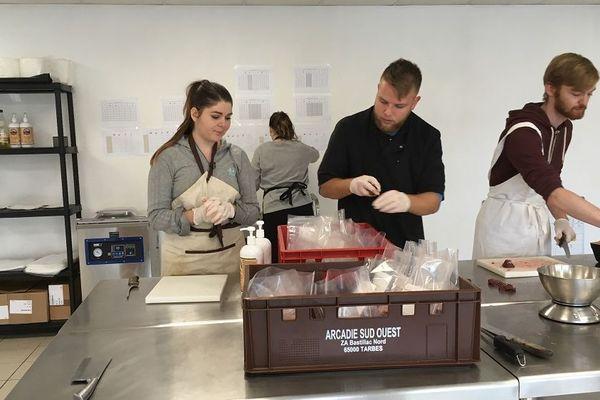 Les rations sont entièrement élaborées à base de produits frais dans l'atelier de Priminstinct, à La Magdelaine-sur-Tarn (31).