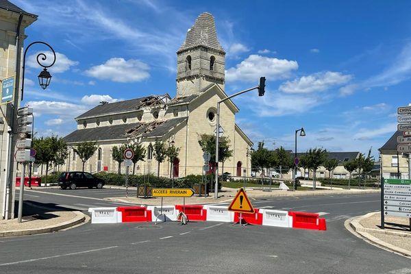 La déviation devant l'église.