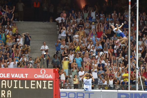 Renaud Lavillenie a franchi la barre des 5,93m au meeting de Paris, samedi.