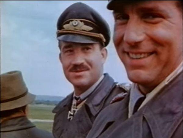 Adolf Galland filmé par un Amércain lors de sa reddition en mai 1945.