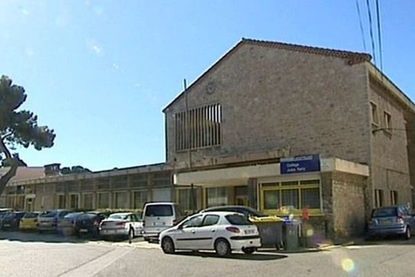 Narbonne (Aude) - le collège Jules Ferry où sont scolarisées les 2 adolescentes - 9 avril 2014.
