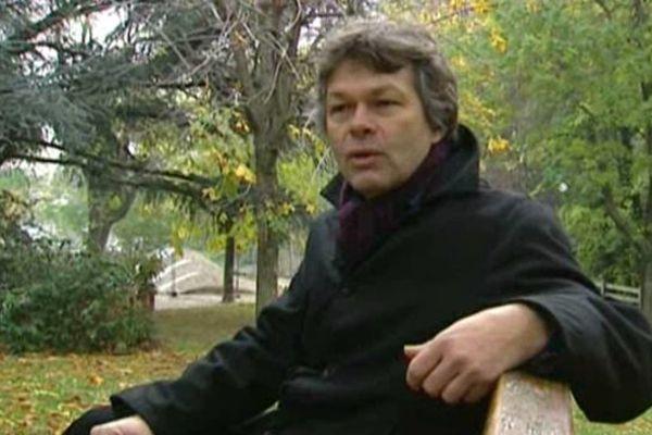 """Dans son livre """"La première pierre"""" qui vient d'être récompensé, l'écrivain Pierre Jourde revient sur les événements survenus à Lussaud, dans le Cantal, où une partie des habitants avait mal accueilli un autre ouvrage intitulé """"Pays Perdu""""."""