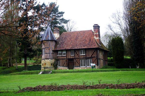 Dans le Calvados, non loin de Livarot, le Manoir de Chiffretot connaîtra une succession d'averses, tout au long de ce samedi.