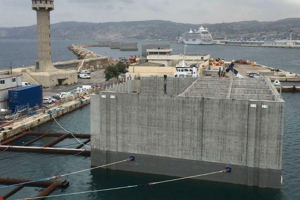 L'un des 18 caissons qui servira à agrandir la principauté de Monaco. Ici sur le port de Marseille.