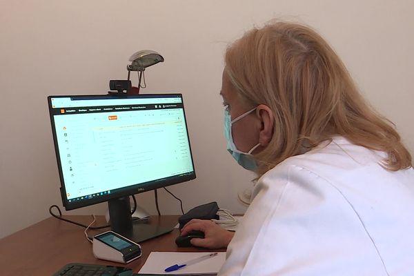 Véronique Lustgarten est membre du Réseau National de Surveillance des Allergies RNSA