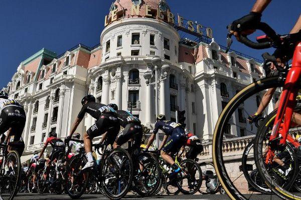 Les coureurs devant le Negresco ce samedi.