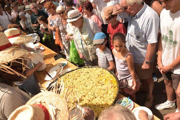 La traditionnelle omelette géante de la fête de la morue de Bègles