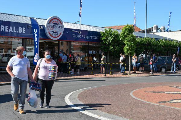 Des achats de cigarettes au Bizet près d'Armentières le 15 juin 2020