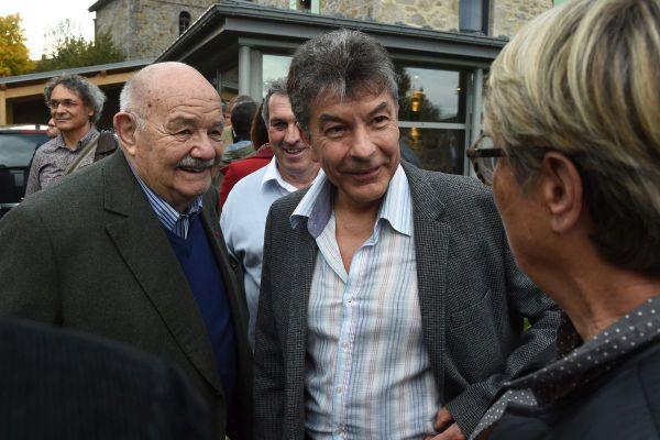 """Après la disparition de Pierre Troisgros (à gauche), Régis Marcon garde surtout le souvenir d'un homme """"très chaleureux"""". Sur cette photo, prise en 2015, les deux hommes s'étaient retrouvés à Saint-Bonnet-le-Froid en Haute-Loire."""