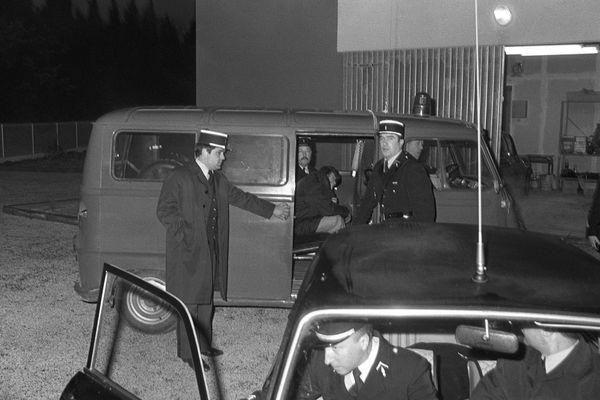 Le criminel d'origine corse, Joseph-Thomas Recco alias Tommy Recco, est conduit au parquet de Toulon, le 21 janvier 1980, pour un interrogatoire sur le triple meurtre de Carqueiranne.