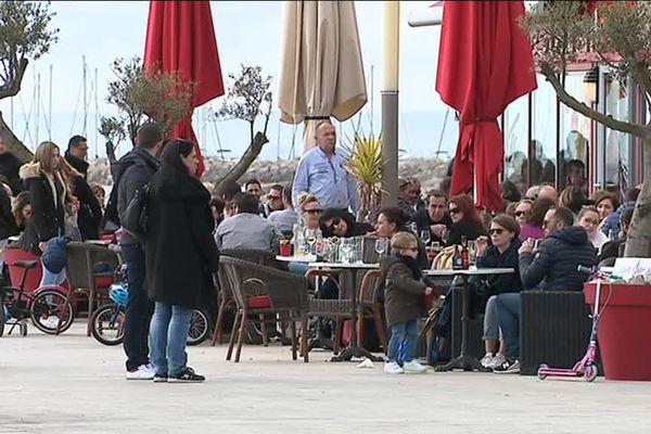 Les terrasses de la Grande-Motte, dans l'Hérault, dimanche 17 février : les touristes sont bien là.