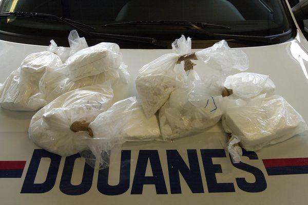 Les agents ont saisi 80 ballots de cocaïne d'environ 30 kg chacun, pour une valeur estimée à 75 millions d'euros, un montant multiplié par deux à la revente. La quantité représente, à elle seule, 20% des saisies de cocaïne en France cette année-là.