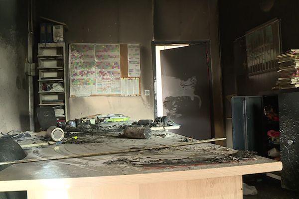 Le collège ne sera pas accessible durant au moins une semaine. Le feu a été mis dans cette salle de la vie scolaire ainsi que dans une salle de musique