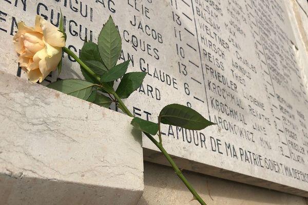 Pour célébrer la journée internationale de la mémoire de l'Holocauste, une centaine d'élèves de toute la région assiste à une cérémonie à la Maison d'Izieu (01). Une conférence-hommage à l'écrivain italien Primo Levi, l'auteur de Si c'est un homme, s'est tenue en ouverture de la journée.