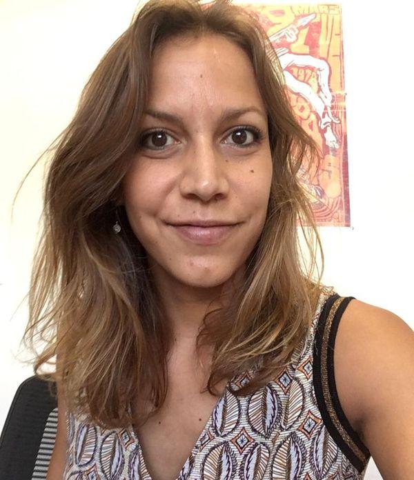 La chercheure Laura Giraud dans son bureau à La Réunion.