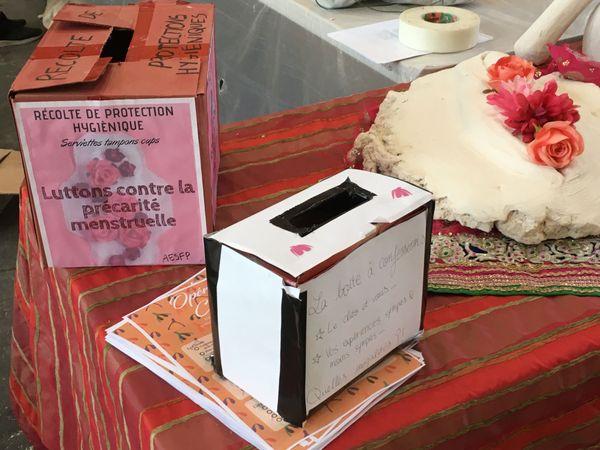 Des urnes sont proposées pour permettre le don de serviettes périodiques