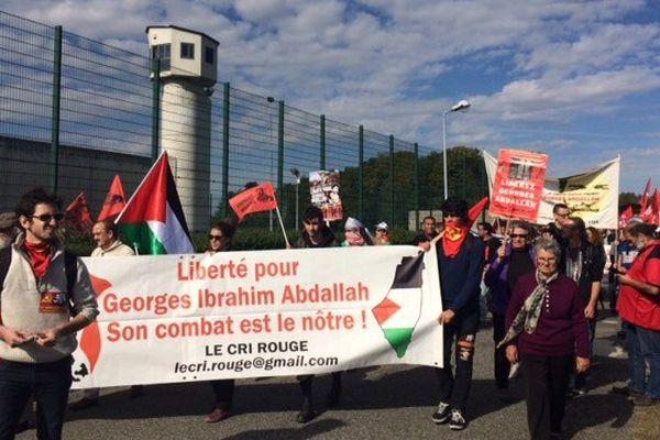 Comme chaque année, les soutiens de Georges Ibrahim Abdallah manifestent devant la centrale de Lannemezan.
