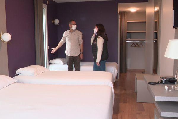 Jennifer David donne des recommandations et répond aux questions sanitaires des hôteliers du Pays de Gex