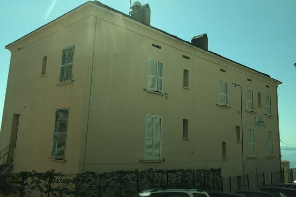 Bâtiment existant du lycée maritime de Bastia, objet de travaux d'extension sur deux étages
