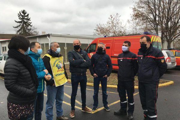 Les syndicats de sapeurs-pompiers du Puy-de-Dôme n'acceptent pas le calendrier vaccinal qui leur est proposé.