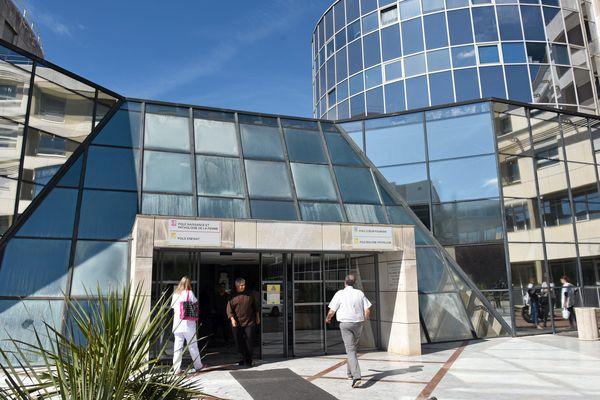 CHU de Montpellier : l'hôpital Arnaud de Villeneuve - archives