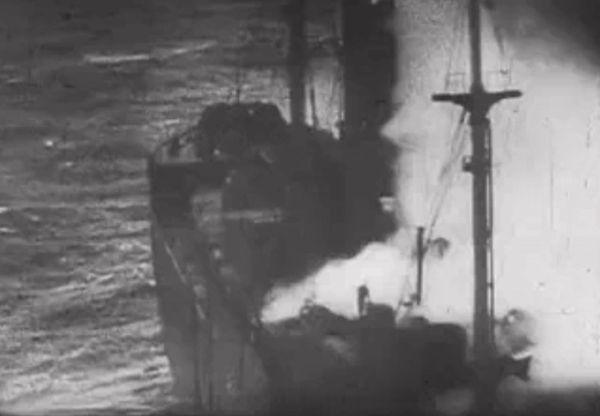 Un navire allié détruit pendant l'Opération Dynamo, photographié depuis un avion allemand.