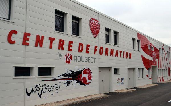Le bâtiment de 800 mètres carrés fait face aux locaux de l'équipe professionnelle, au stade des Poussots à Dijon.