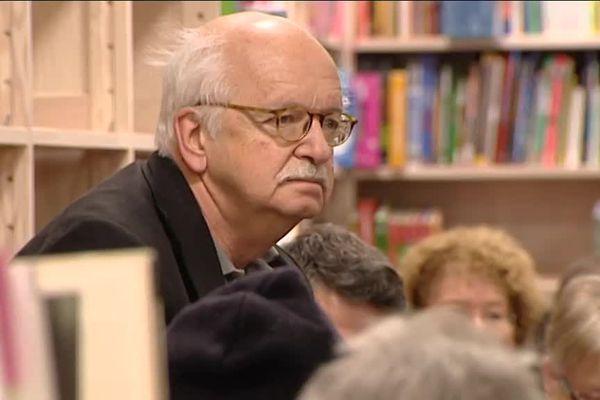 L'académicien Erik Orsenna en visite dans une librairie du Jura