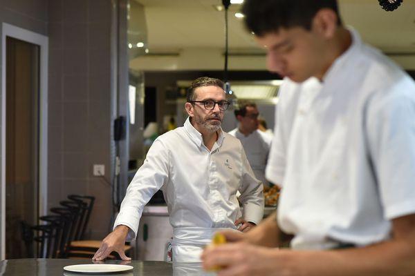 Le restaurant 3 étoiles de Sébastien Bras sera absent du prochain guide Michelin, conformément au souhait du chef.