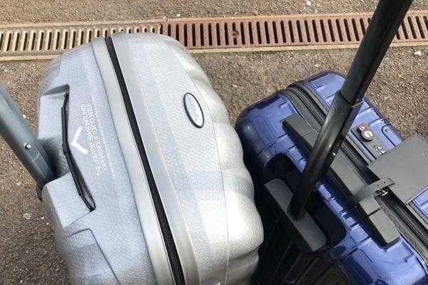 ILLUSTRATION. Beaucoup de jeunes ont quitté Dijon avec leurs valises, sans forcément imaginer s'exiler pendant 56 jours. C'est avec joie qu'ils retrouvent aujourd'hui leurs affaires.