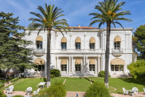 La villa a été acquise pour 14 millions d'euros.