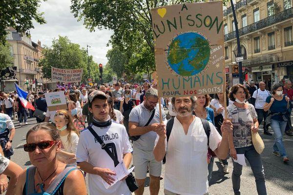 Des manifestants à Toulouse, ce samedi 7 août.