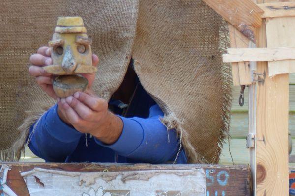 Un poilu en sculpture de pomme de terre dans Poilu, purée de pomme de terre.