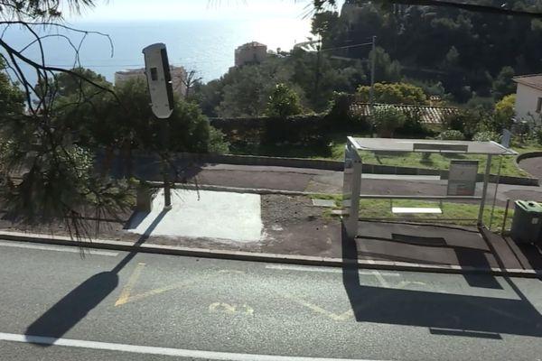 """Un radar tourelle a été installé sur la commune de Beausoleil, au niveau de l'arrêt de bus """"Faussignana""""."""