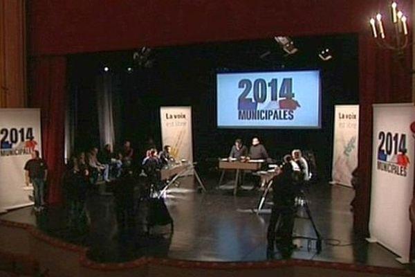 Le débat des municipales au théâtre de Béziers le 12 décembre 2013