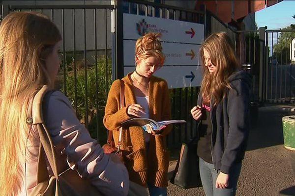 Amandine, Marie et Clara passaient l'épreuve d'Histoire-Géographie mardi 19 juin.