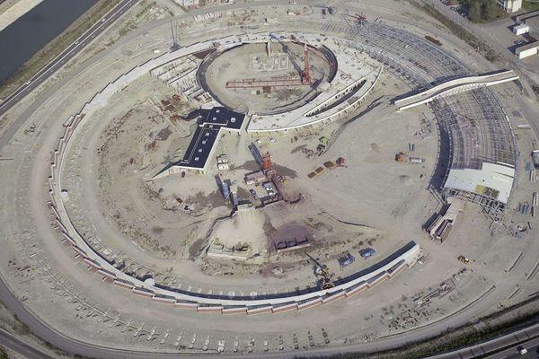 L'anneau du Synchrotron grenoblois en construction en 1990