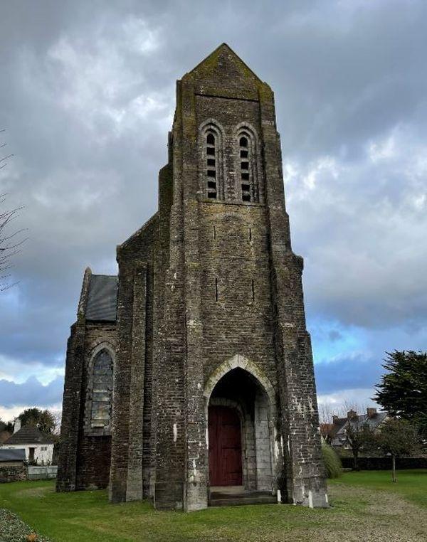 Dans la Manche, c'est la première à être détruite depuis 1905. Une autre a été vendue à Octeville dans les années 90. Une troisième est à vendre à Granville, mais elle appartient à la commune.