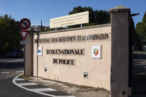 L'Ecole Nationale de Police de Nîmes compte 1 300 élèves, ainsi que 400 permanents et salariés du privé.